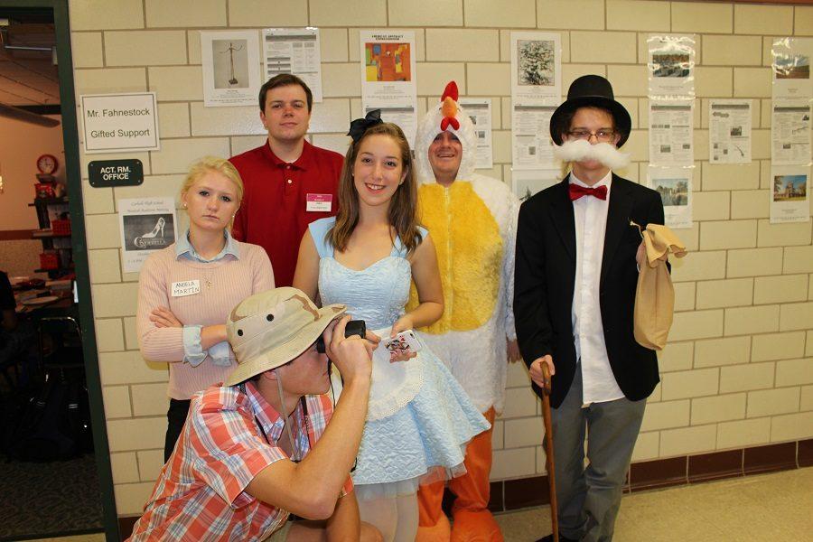 Seniors Abby Robinson, Jake Chronister, Kat Flyte, Ian Plank, and Eli Jones pose with Mr. Fahnestock.