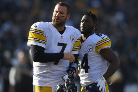 Current Steelers quarterback Ben Roethlisberger and former Steelers wide receiver Antonio Brown watch from the sidelines during a game in the 2018 regular season. A public clash between the two stars resulted in Brown