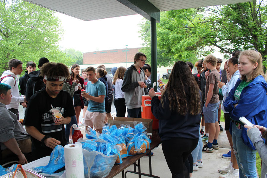 Student+Council+members+Olayah+Safouan+and+Mabel+Sheesley+serve+hotdogs+and+Rita%27s+Italian+Ice+at+the+Springfest+Carnival.+Student+Council+is+responsible+for+organizing+the+Carnival.+