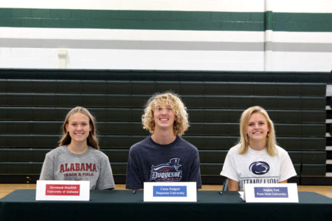 Three cross country/track and field stars began their collegiate journeys today by signing with their prospective schools: Savannah Hossfeld (Alabama), Casey Padgett (Duquesne) and Sophia Toti (Penn State)