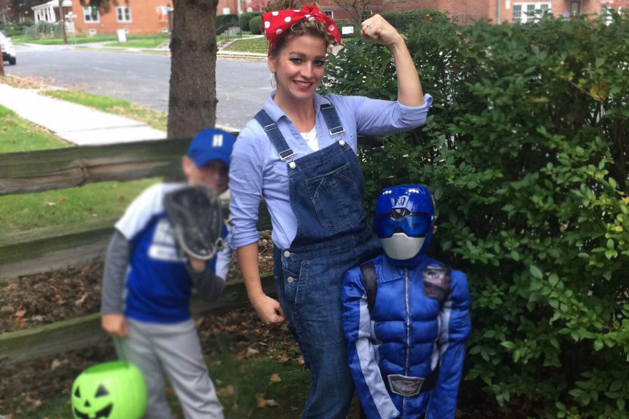 Hanover+resident+Dawn+Wonder+shows+off+her+best+Rosie+the+Riveter.++This+costume+is+one+of+several+that+can+easily+be+put+together+in+an+inexpensive+manner.